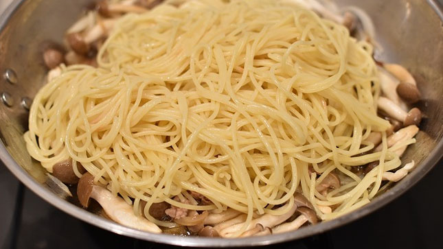 awaseru - パスタのゆで方・調理工程 (2人分) を徹底解説 「ジャポン」が決め手!