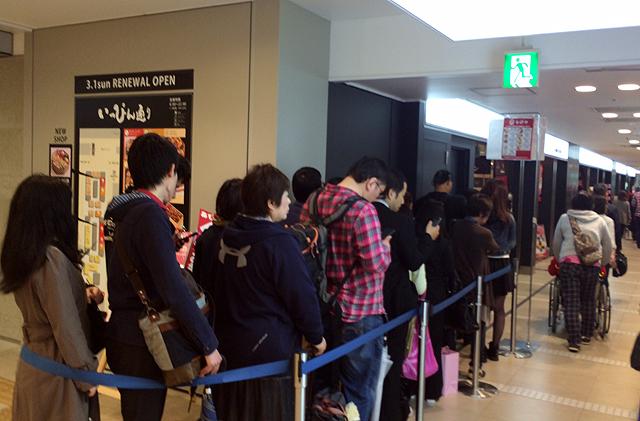 201504060006 - 【博多・グルメ】北九州市の名店「シロヤ」のパンが博多駅構内で買えます