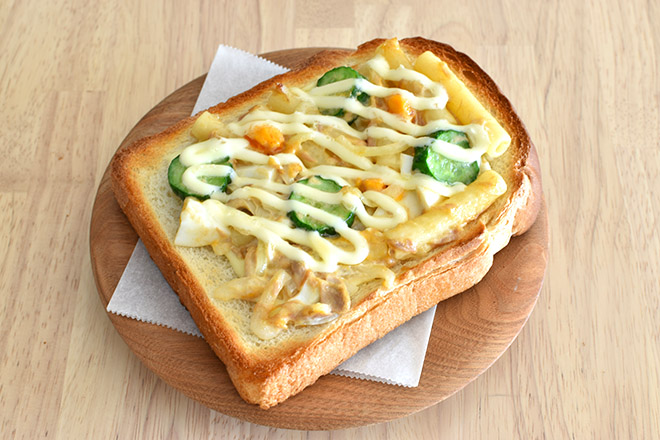 DSC 2499jpg - 下焼きがポイント 。カリッと『マカロニサラダ トースト』