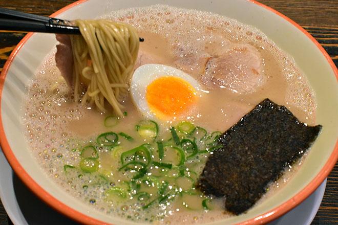 DSC 2838 - 【福岡・天神】とんこつスープの煮込み時間は半世紀 大砲ラーメン 本店