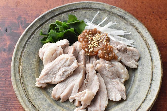DSC 4057 - 【レンジで簡単】しっとり蒸し鶏と梅みそだれ