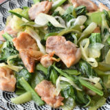 野菜たっぷり。小松菜とむね肉の【ネギ塩だれ】炒め