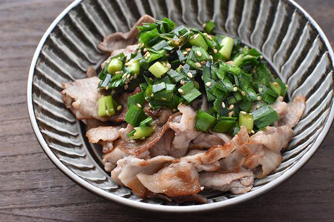 DSC 5202 edited 1 - 【ニラ醤油】をかけるだけ 豚肉のソテー
