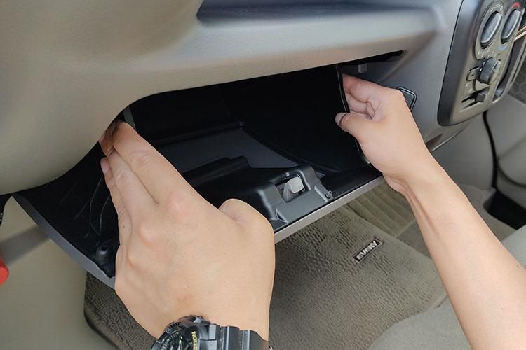 glove box - ドラレコの配線を綺麗に隠す『エーモンの電源ソケット』【エブリイバンDIY】