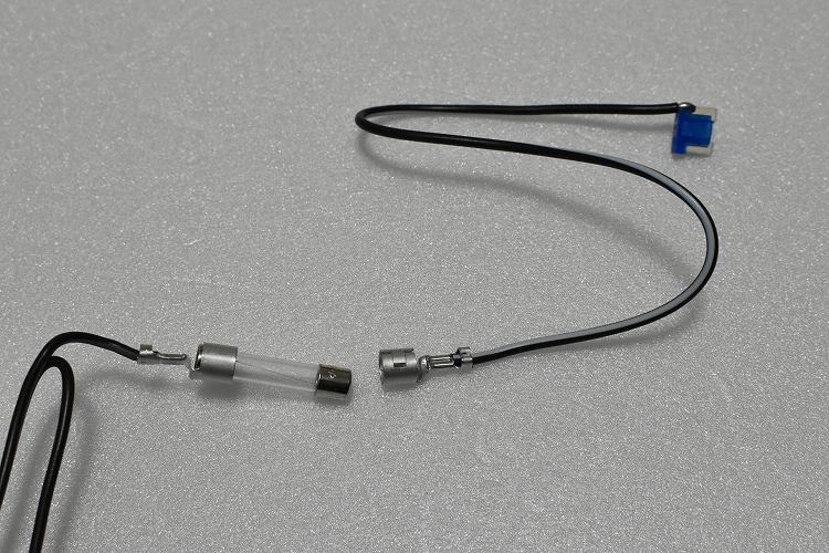 DSC 0202 R - ドラレコの配線を綺麗に隠す『エーモンの電源ソケット』【エブリイバンDIY】