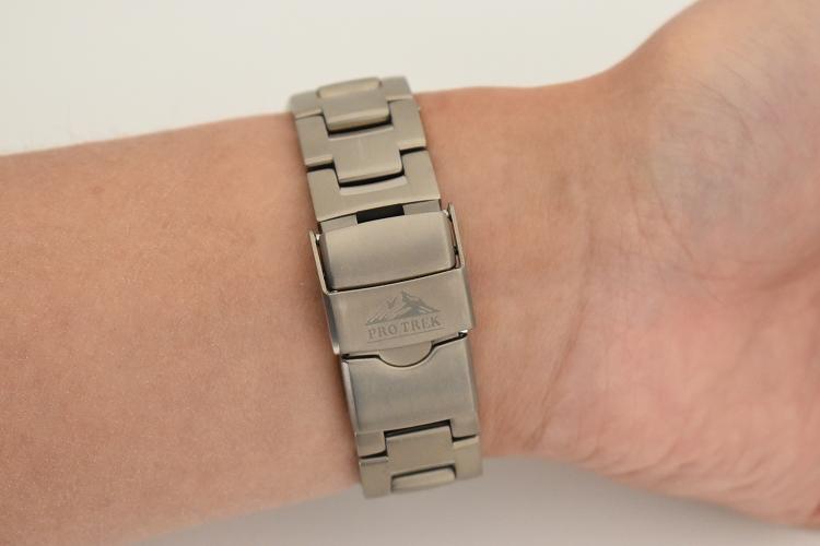 DSC 0466 - アウトドアだけじゃない!ビジネスにも使える腕時計 PRO TREK『PRW-60T-7AJF』