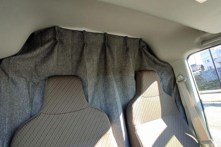 IMG 20201226 10175000 - 【車中泊】簡単!工具を一切使わずにカーテンを吊るす方法