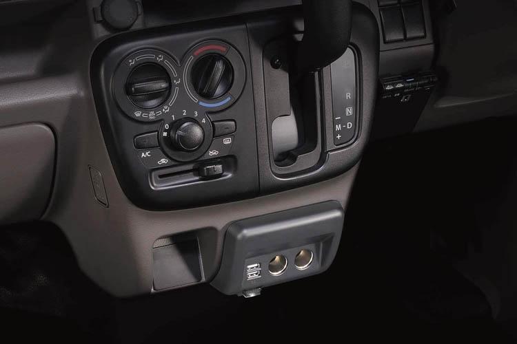 61nLmMeGIuL. AC SL150 - 【エブリイ専用】 まるで純正品!シガーソケットを増設して車内をもっと快適に。