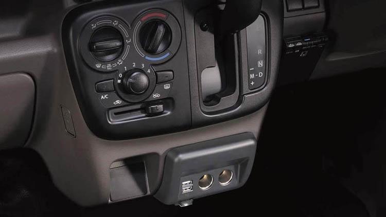 61nLmMeGIuL. AC SL151 - 【エブリイ専用】 まるで純正品!シガーソケットを増設して車内をもっと快適に。